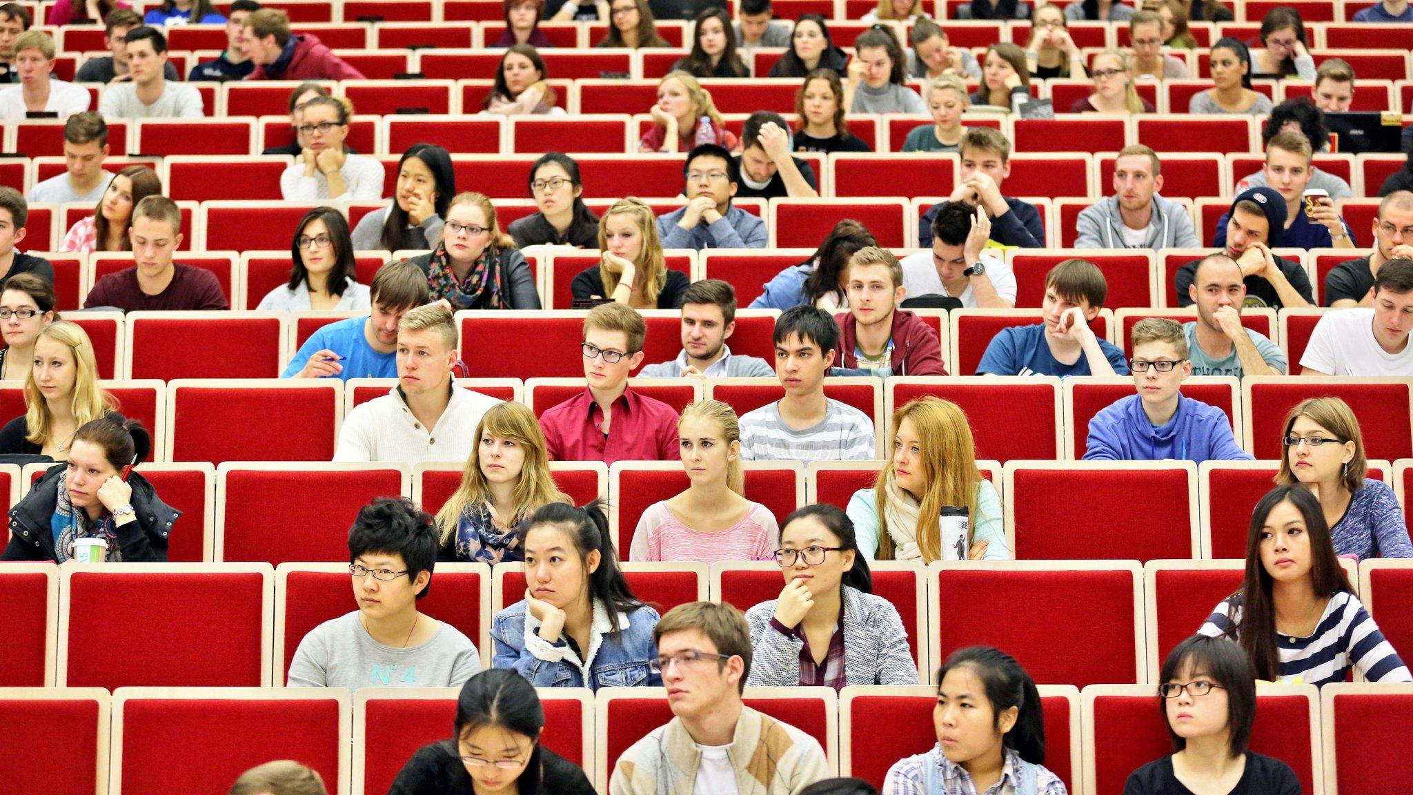 Русская студентка даёт толпе