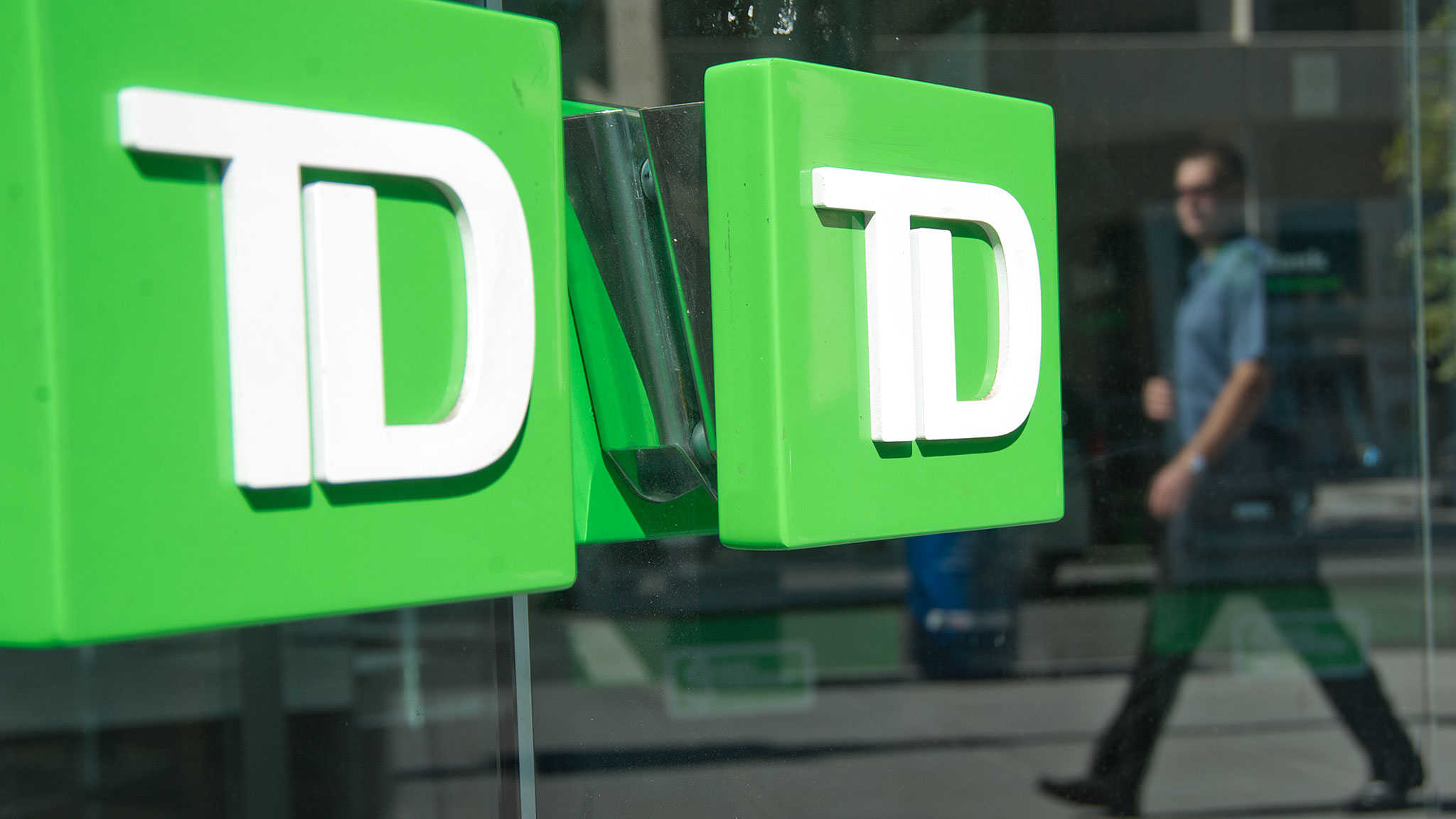 TD Bank bets on US branches as rivals cut back | Financial Times