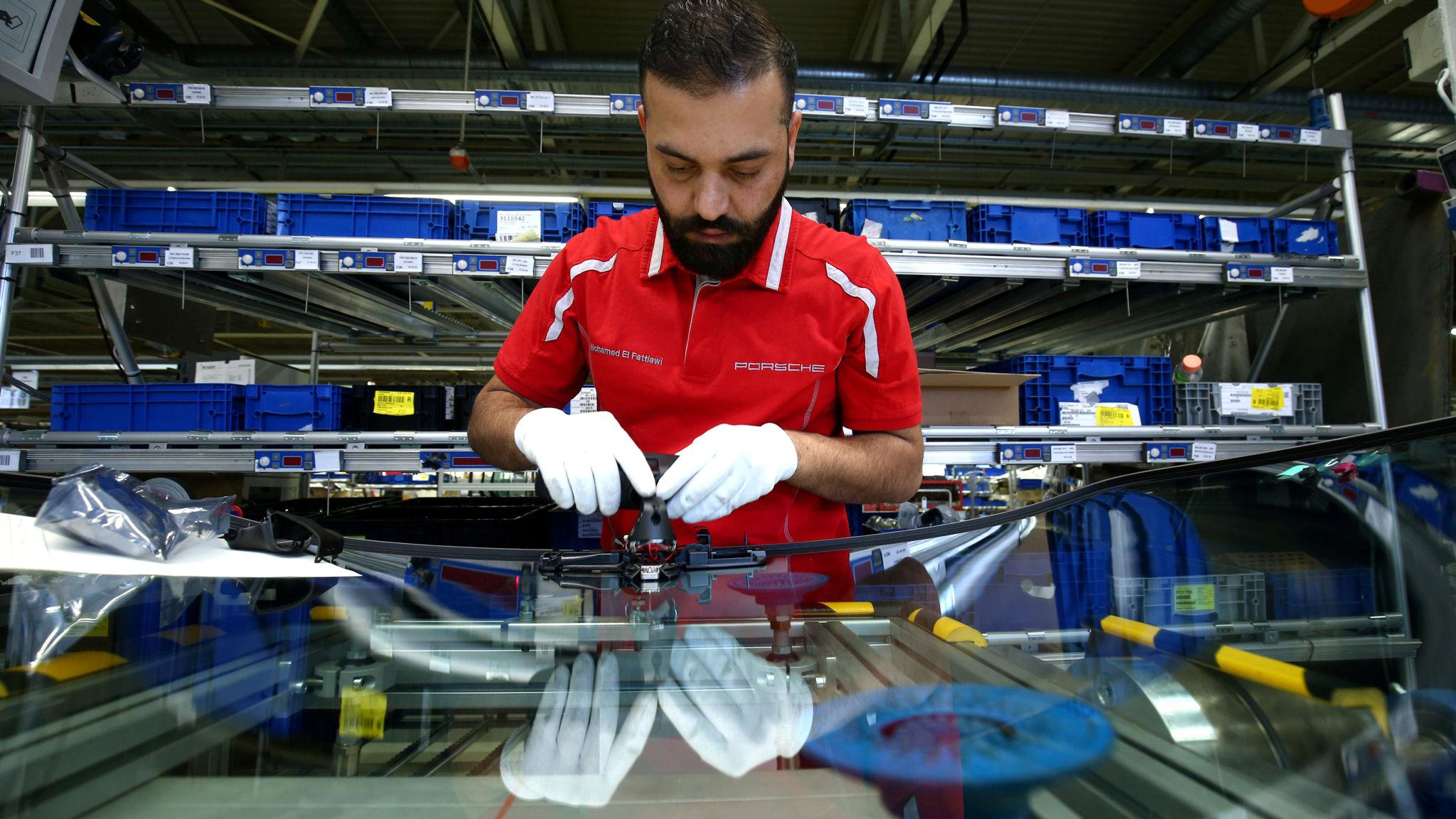 Drop in German industrial orders dashes hopes of rebound