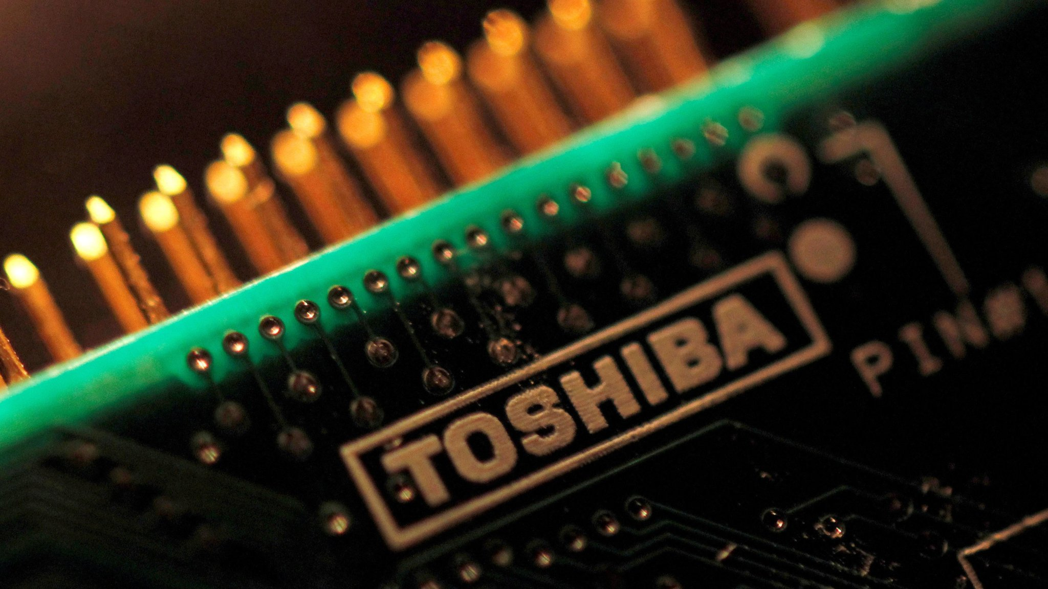 Toshiba considers IPO of $18bn memory chip business