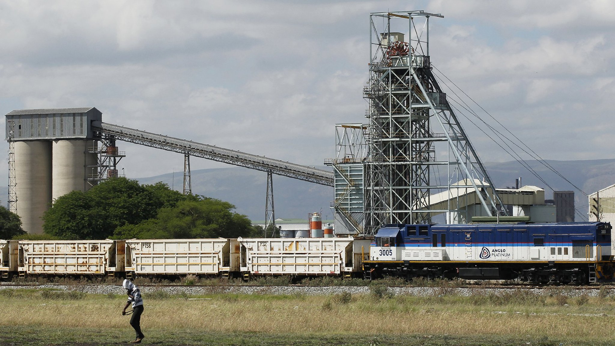 Anglo American sells lossmaking platinum mines to Sibanye