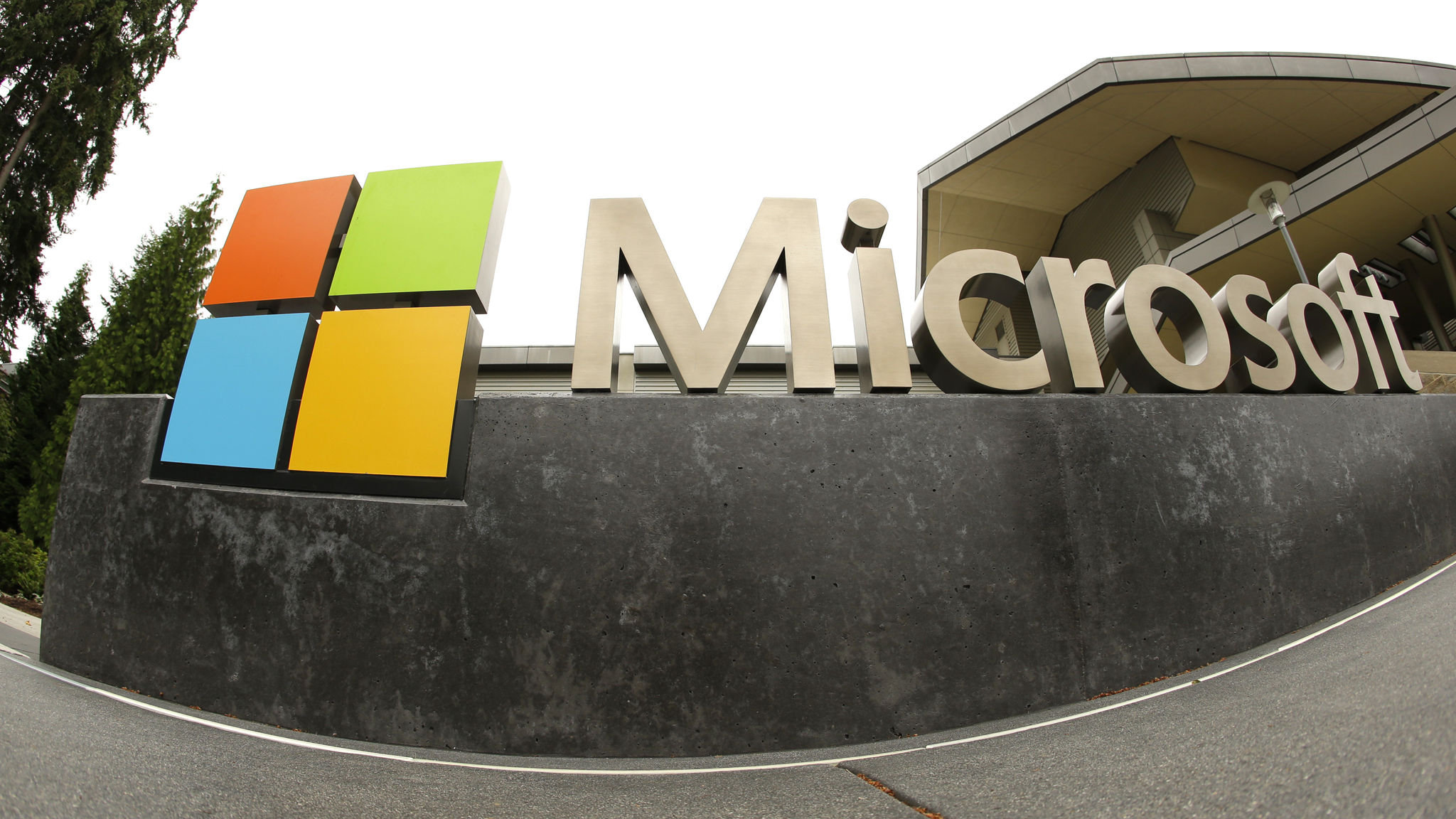 Microsoft says Iran tried to hack Democratic 2020 campaign