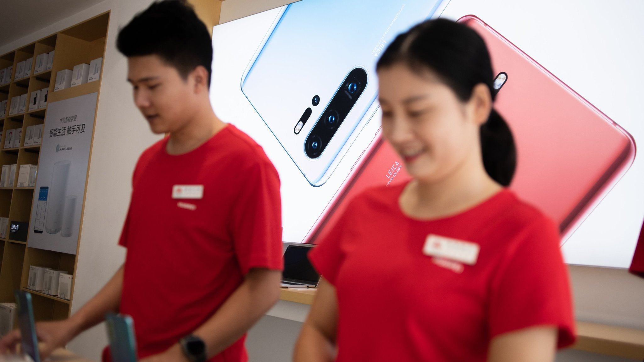 US tech groups in the dark about renewal of Huawei sales licence