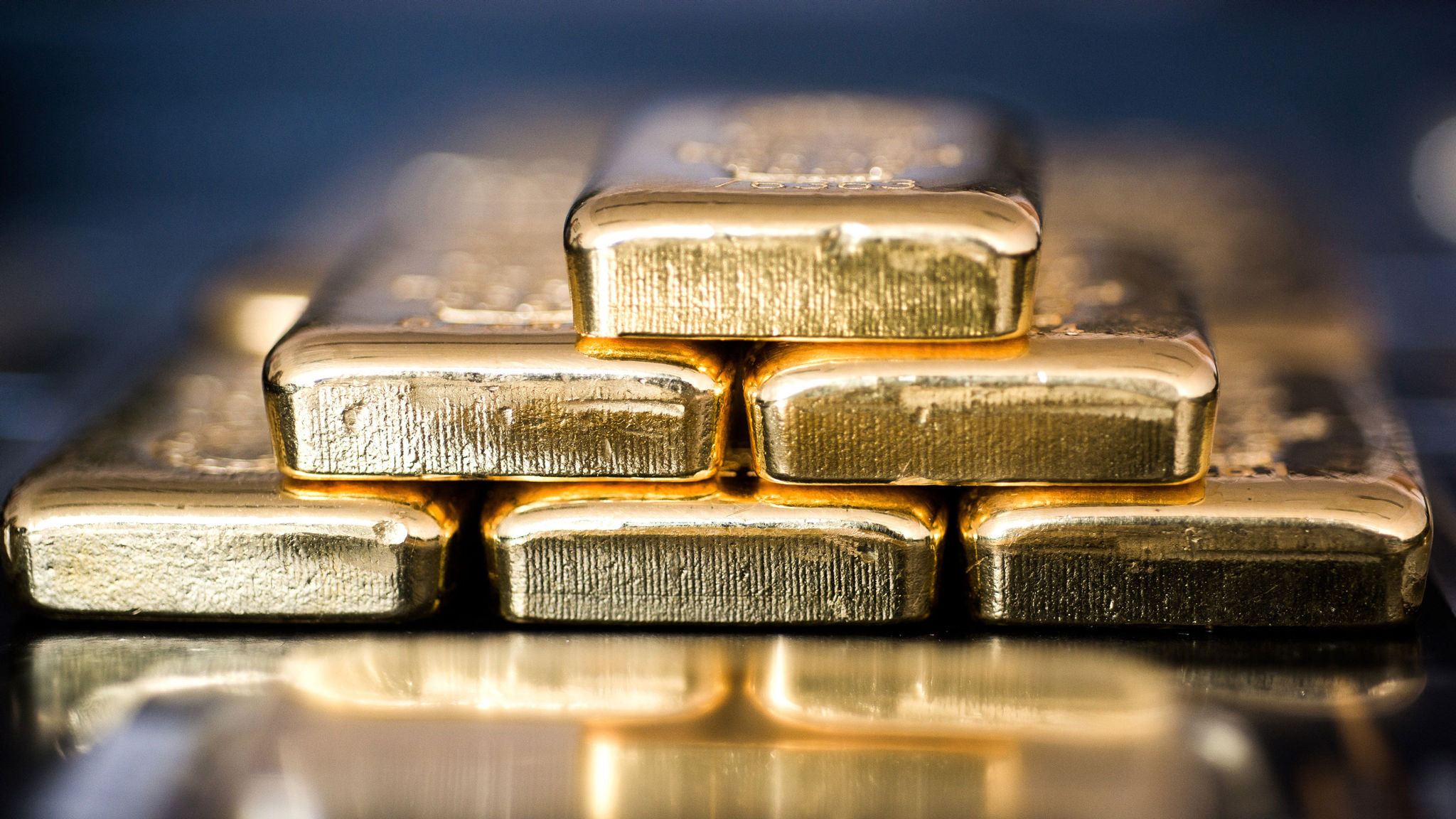 Investors pull gold from Hong Kong as tensions rise