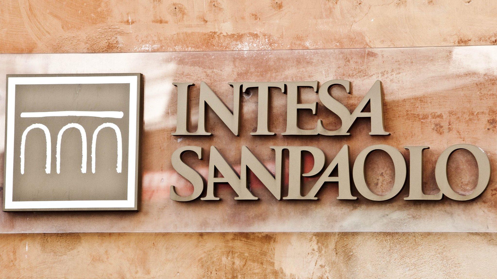 Intesa Sanpaolo to halve bad debt under 4-year plan