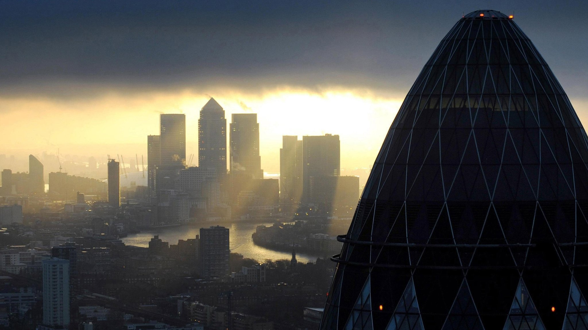 Oyster Sauce Group Eyes Bid For Londons Gherkin Tower Financial - London-gherkin-an-unusual-eggshaped-building