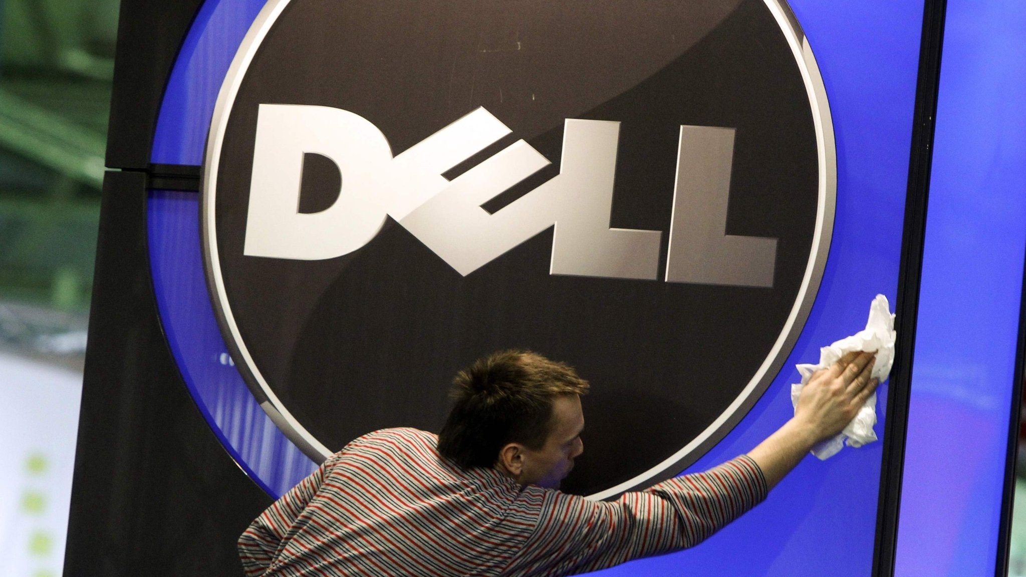 Dell considers return to stock market