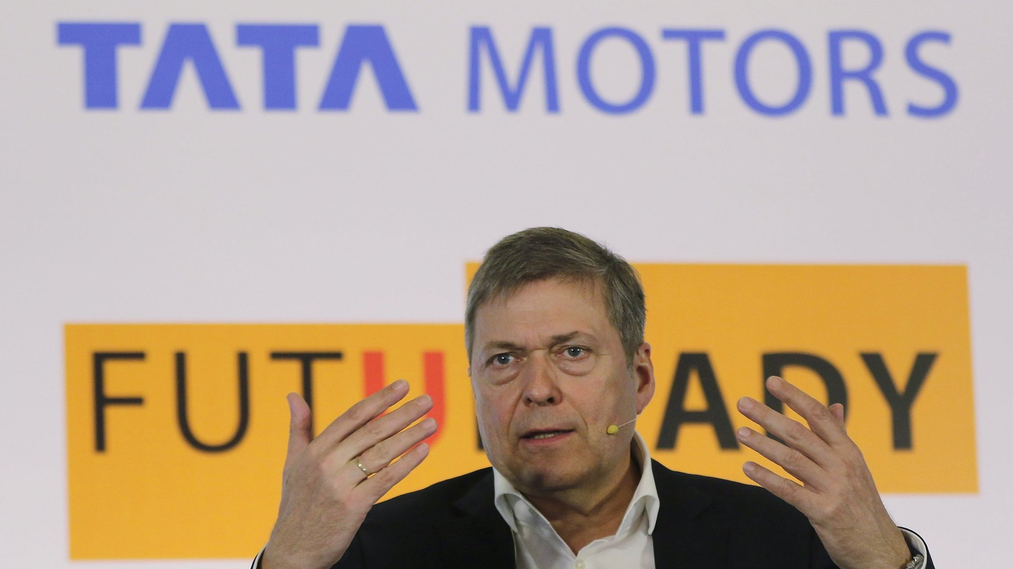 Plunging profits at india s tata motors hit share price for Stock price of tata motors