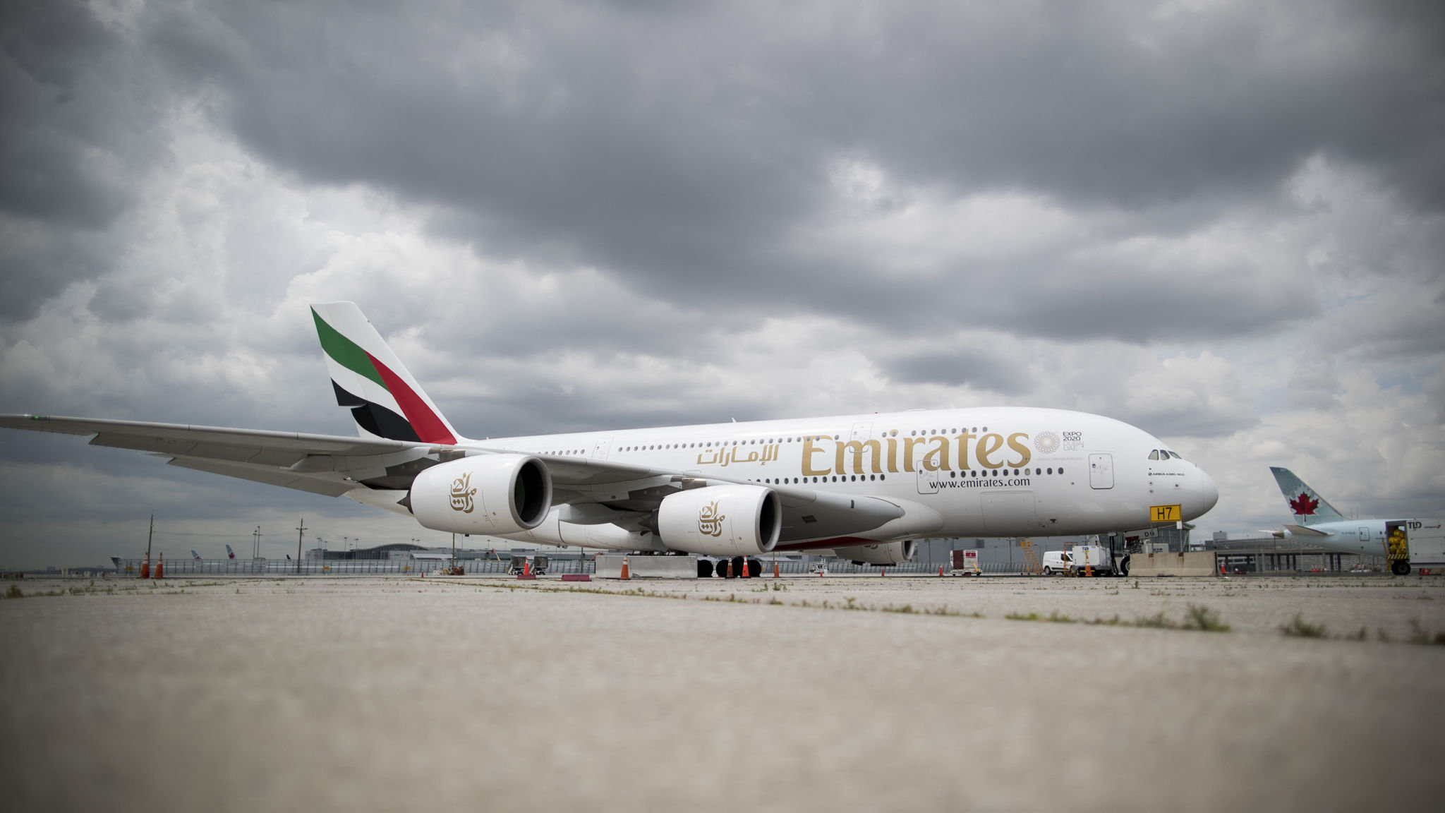 Emirates throws down gauntlet to Boeing and Airbus