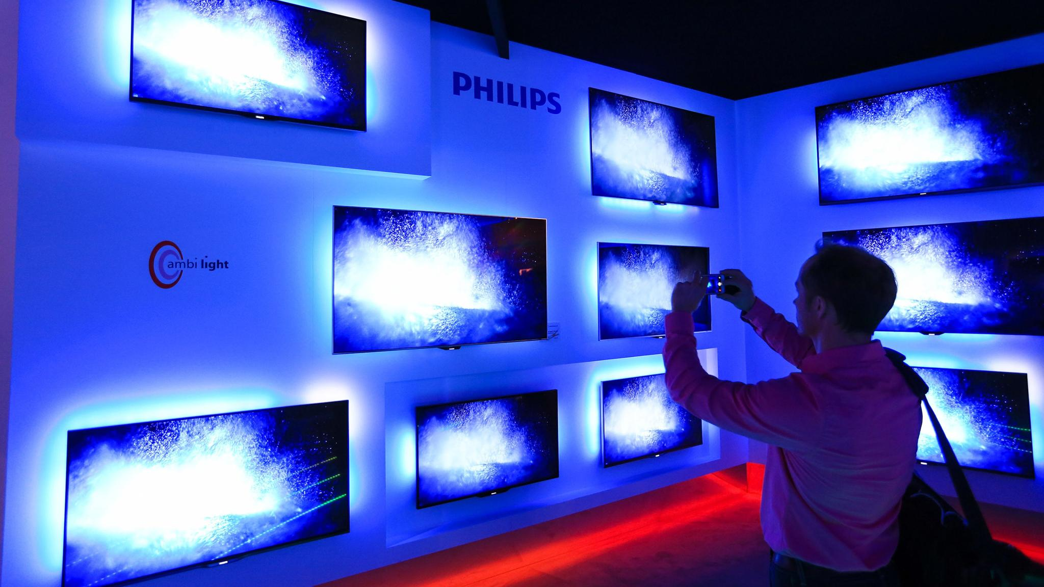 Philips to split off lighting group in end of conglomerate