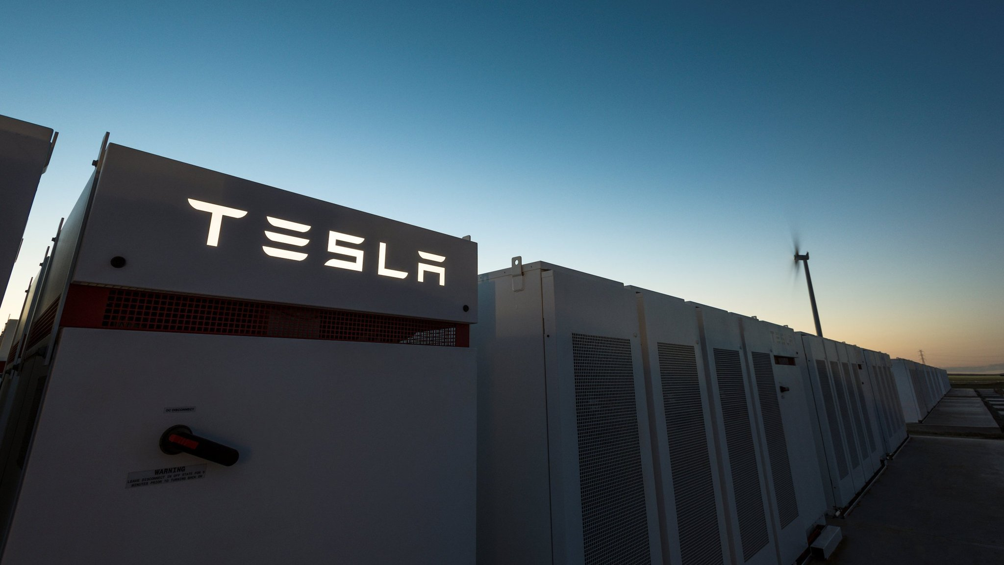 Tesla switches on world's biggest lithium-ion battery