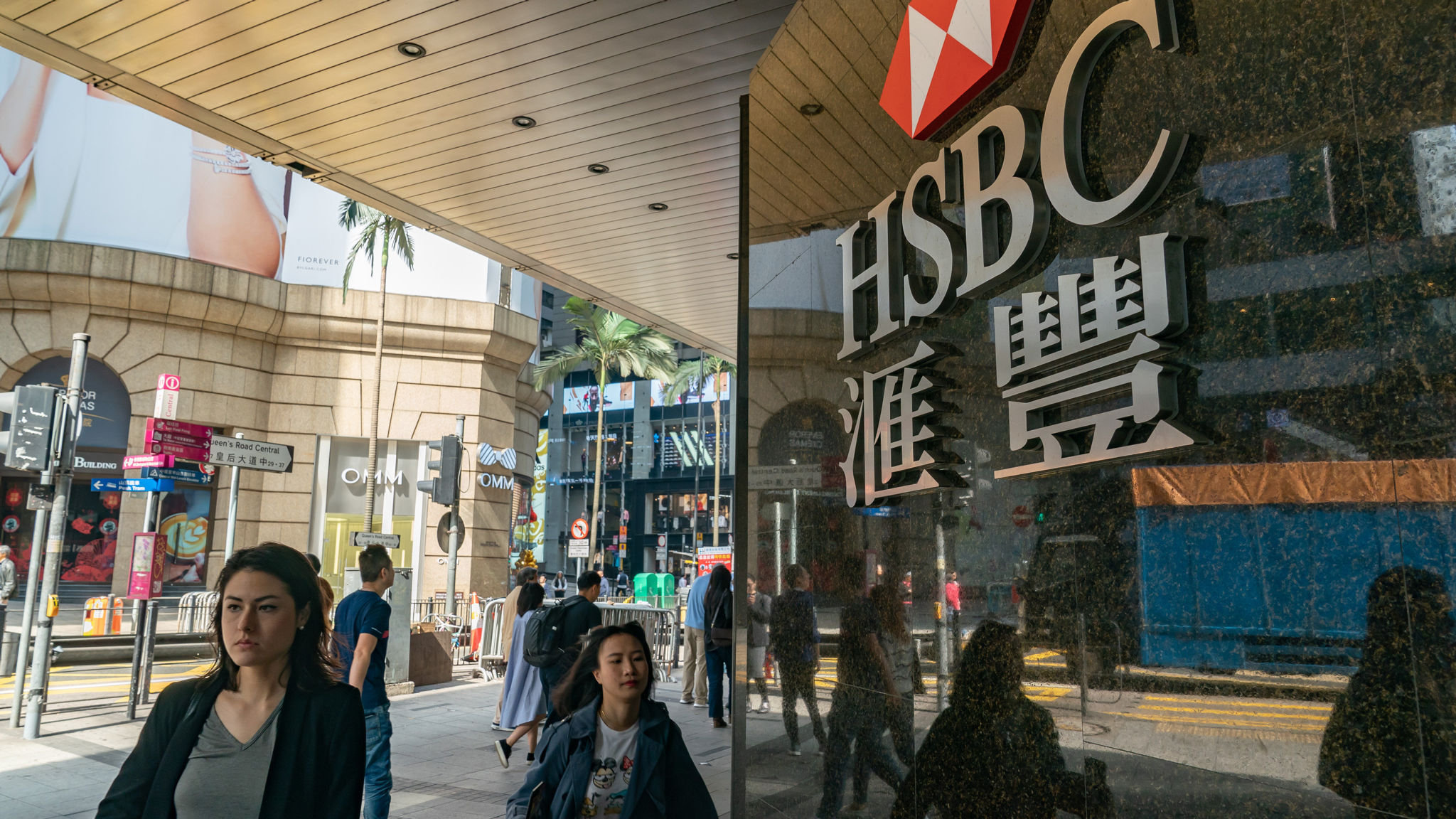 HSBC to cut hundreds of investment bank jobs | Financial Times