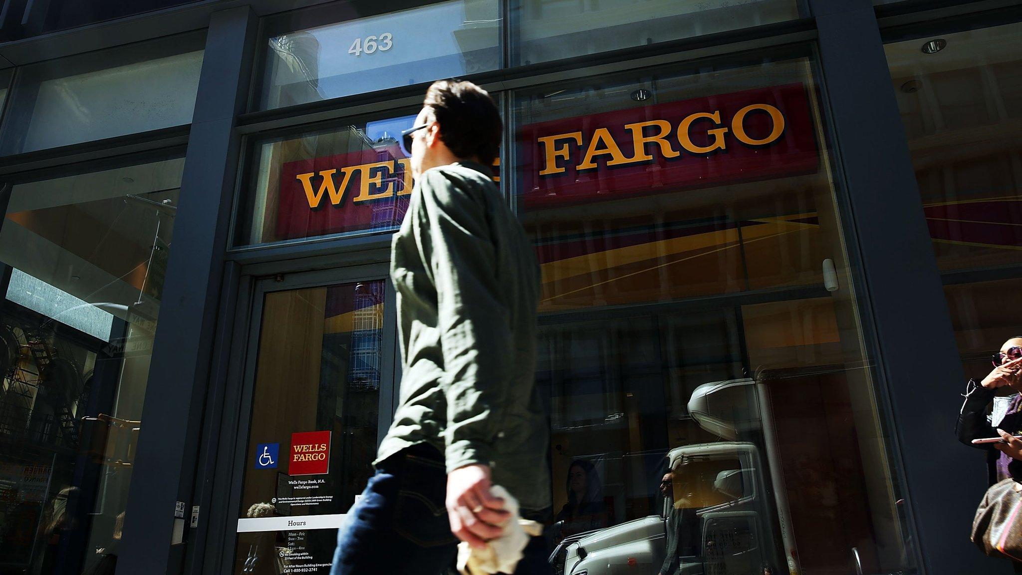 Wells Fargo looking to hire 20 managing directors
