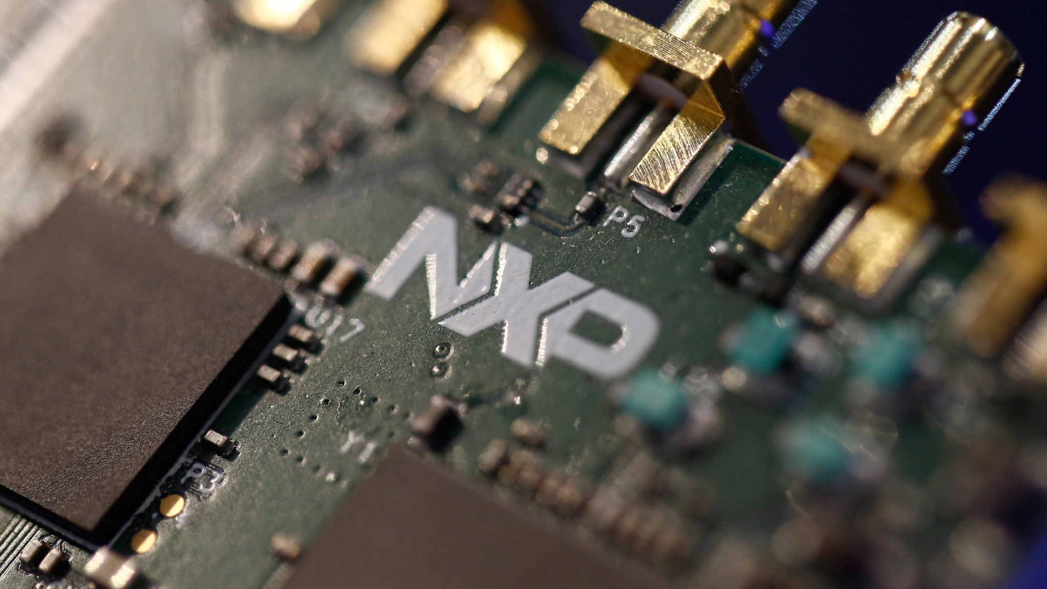 Nxp Slips With Investors Bracing For Decision On Qualcomm Deal Electronic Circuit Analysis Johnson Financial Times
