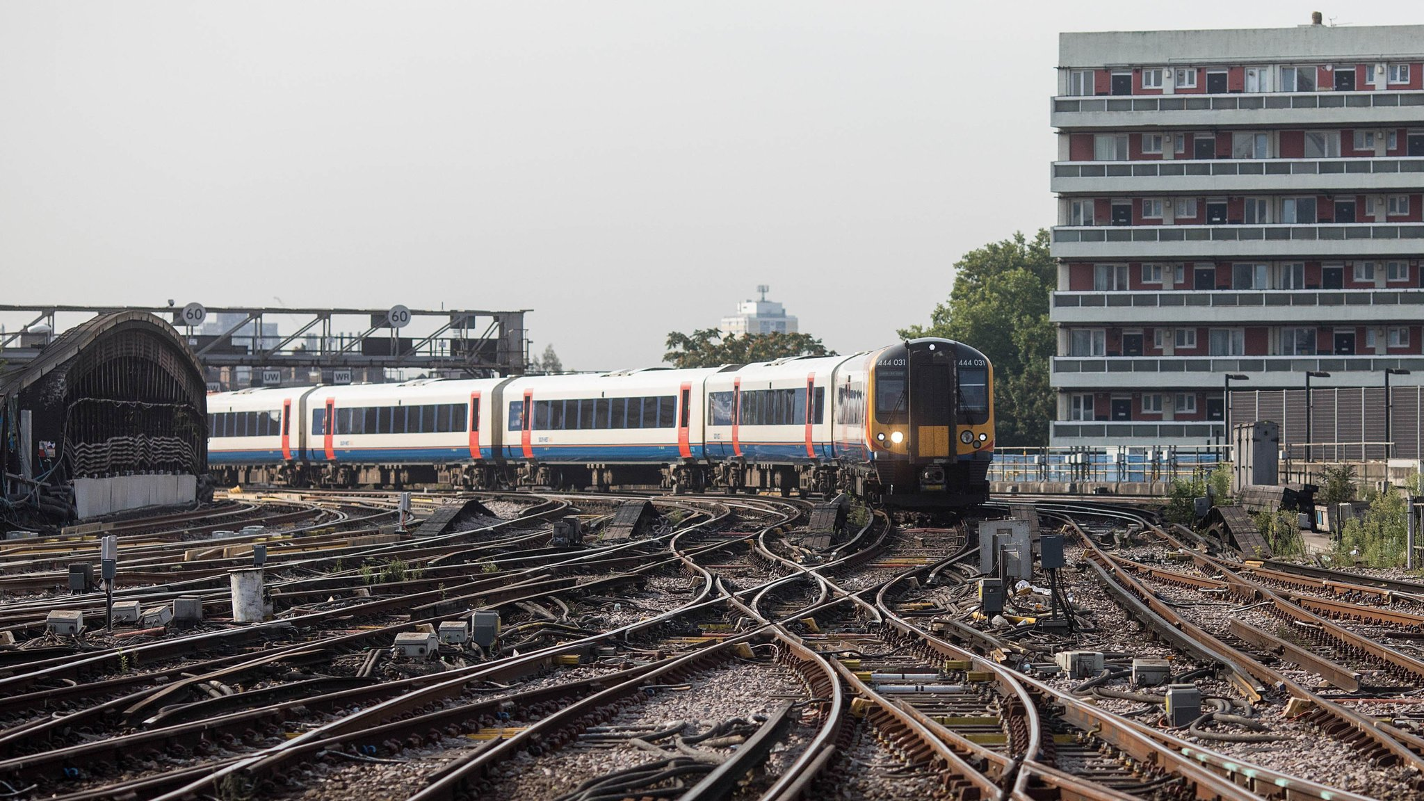 UK rail franchise review faces limited options | Financial Times