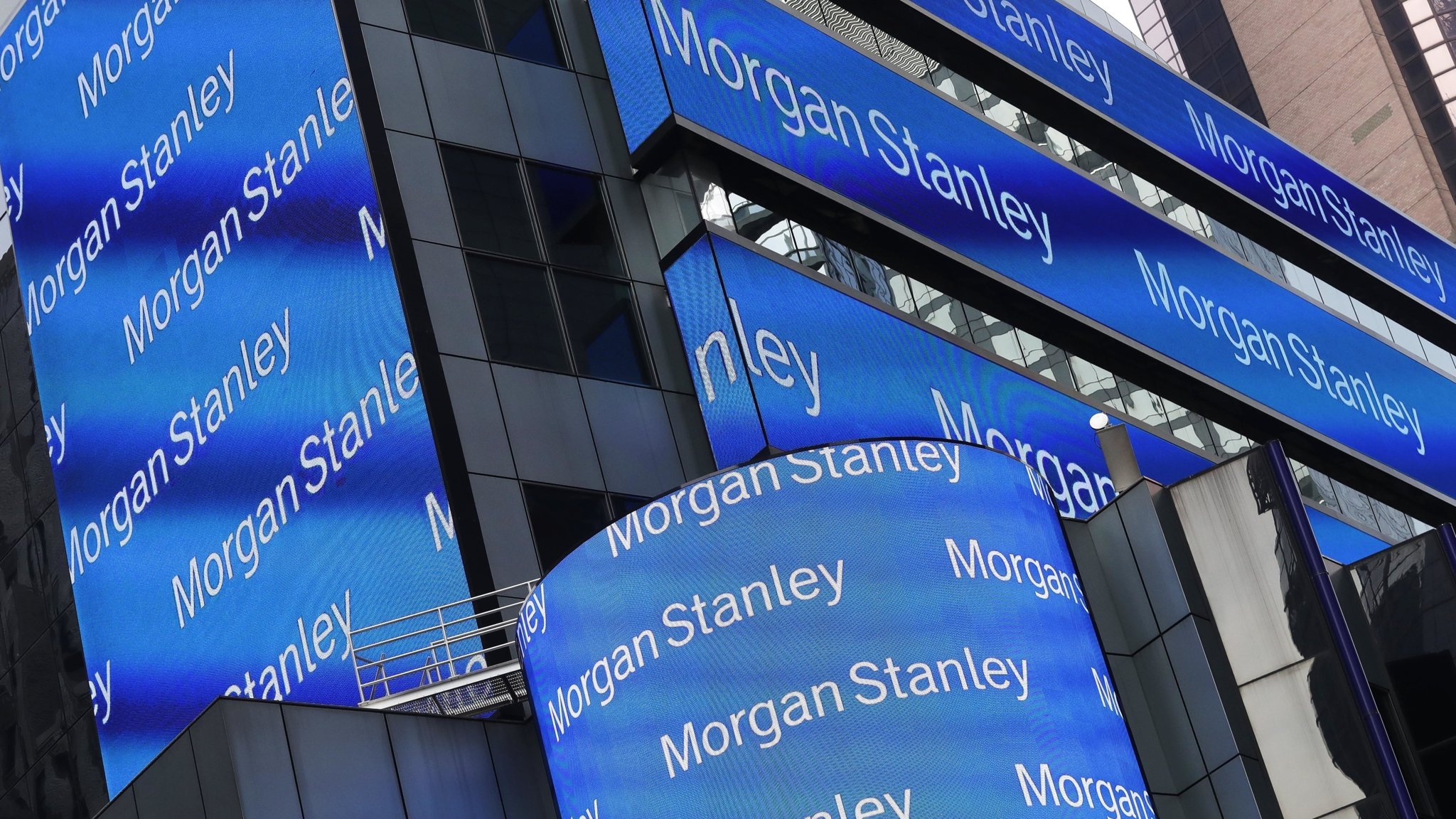 Morgan Stanley outshines investment banking rivals