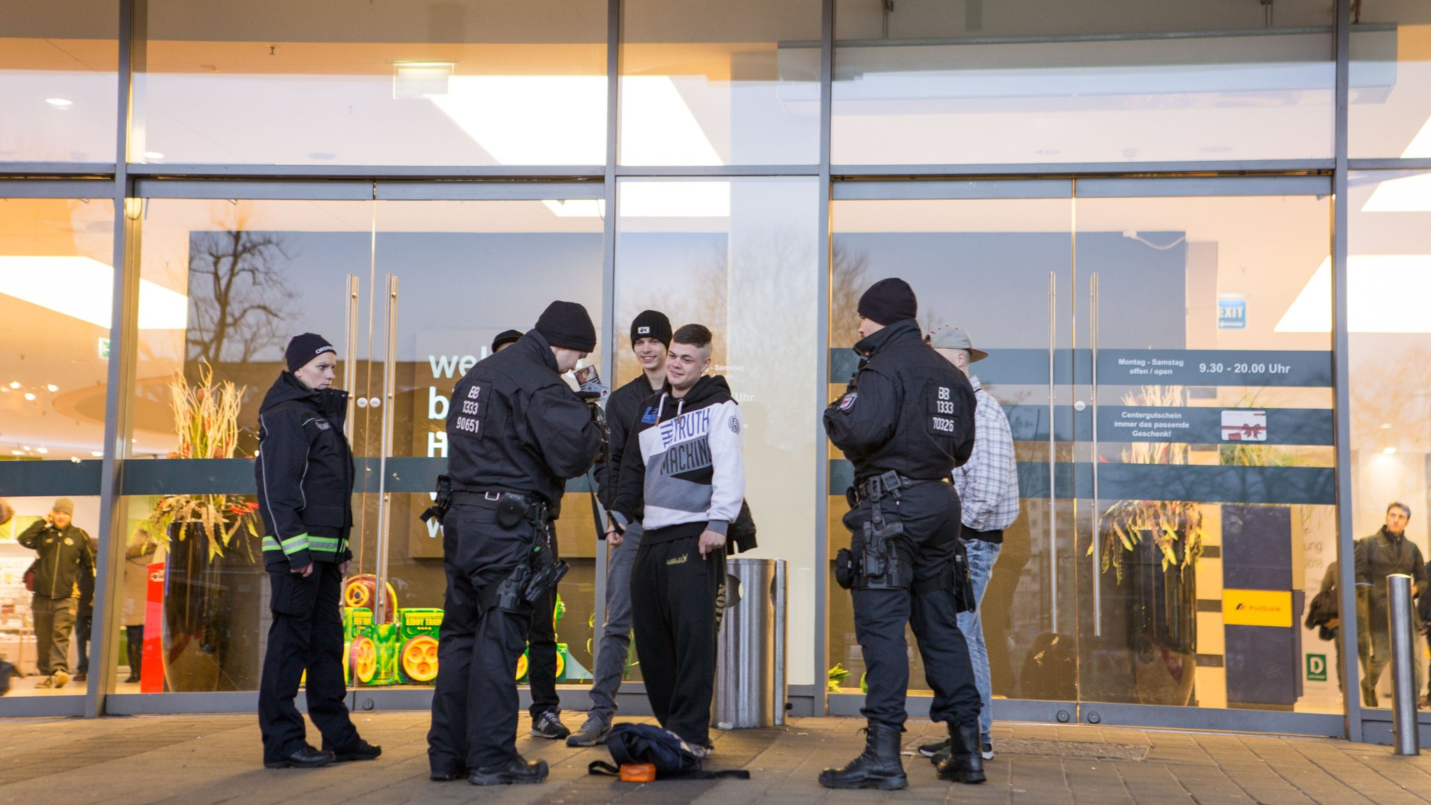 German police flex muscles to calm Cottbus refugee tensions