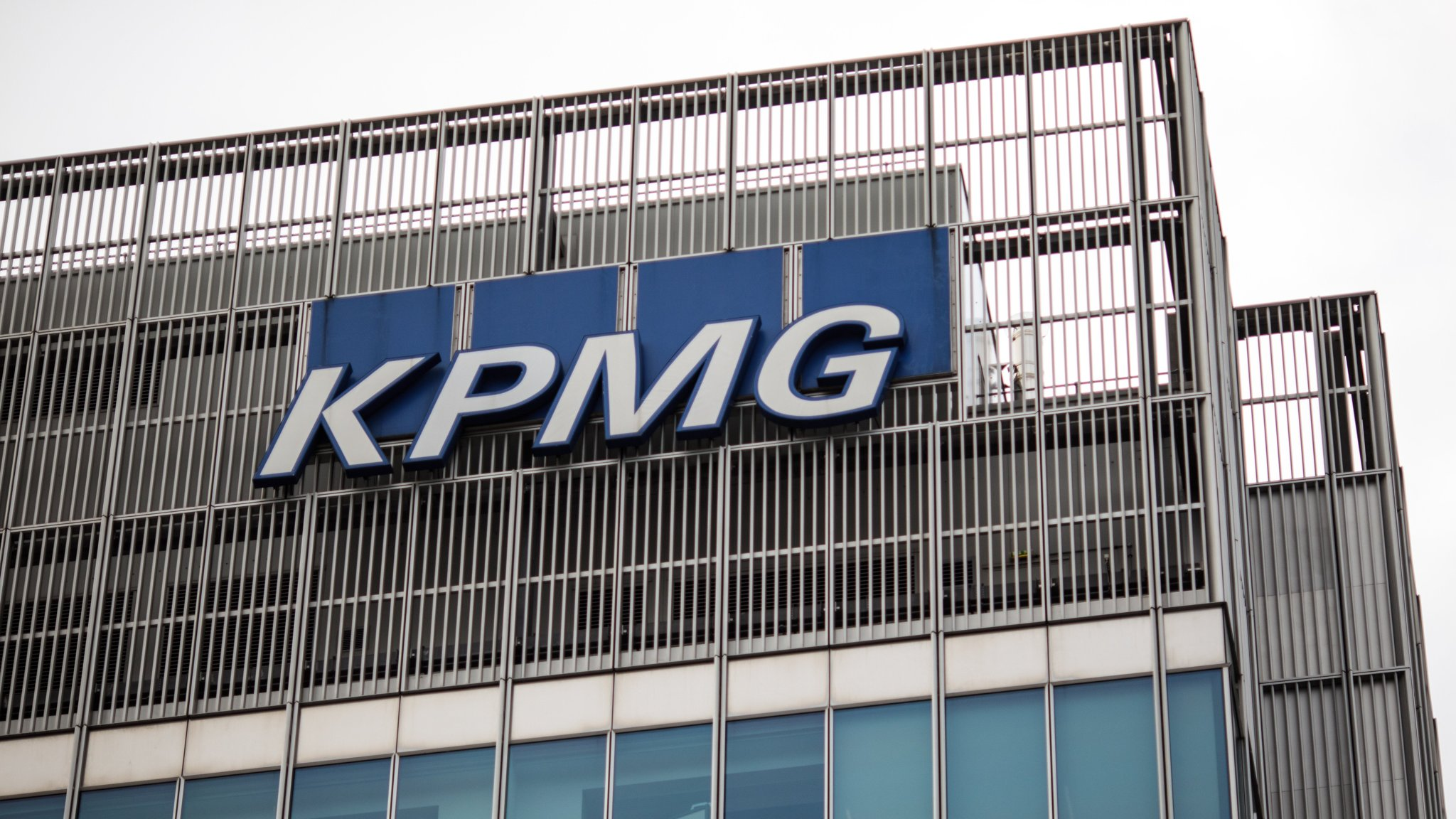 KPMG loses veteran female partners over male colleague's