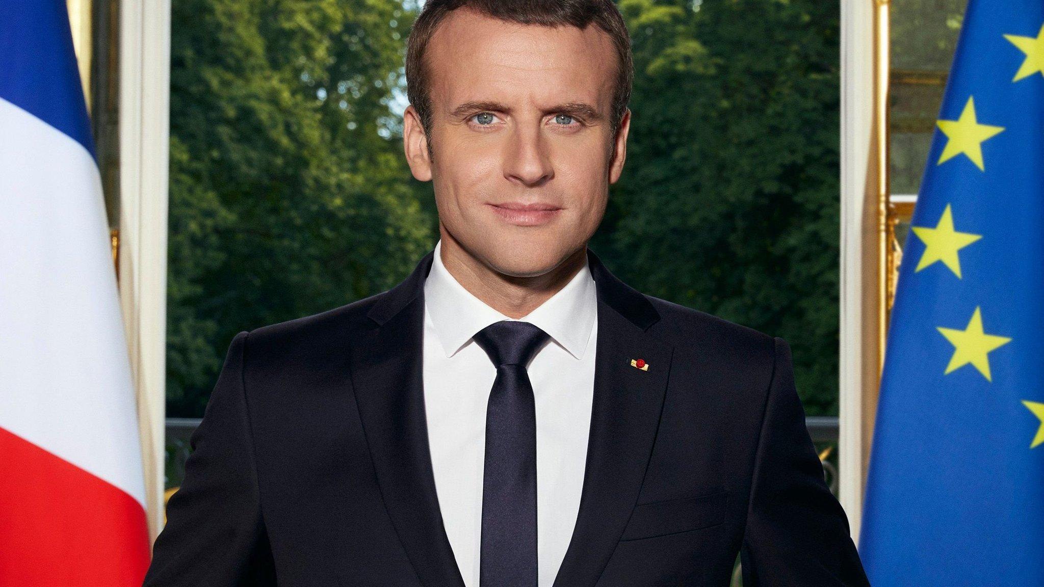 Body Language Decoding Emmanuel Macron S Official Photograph Financial Times