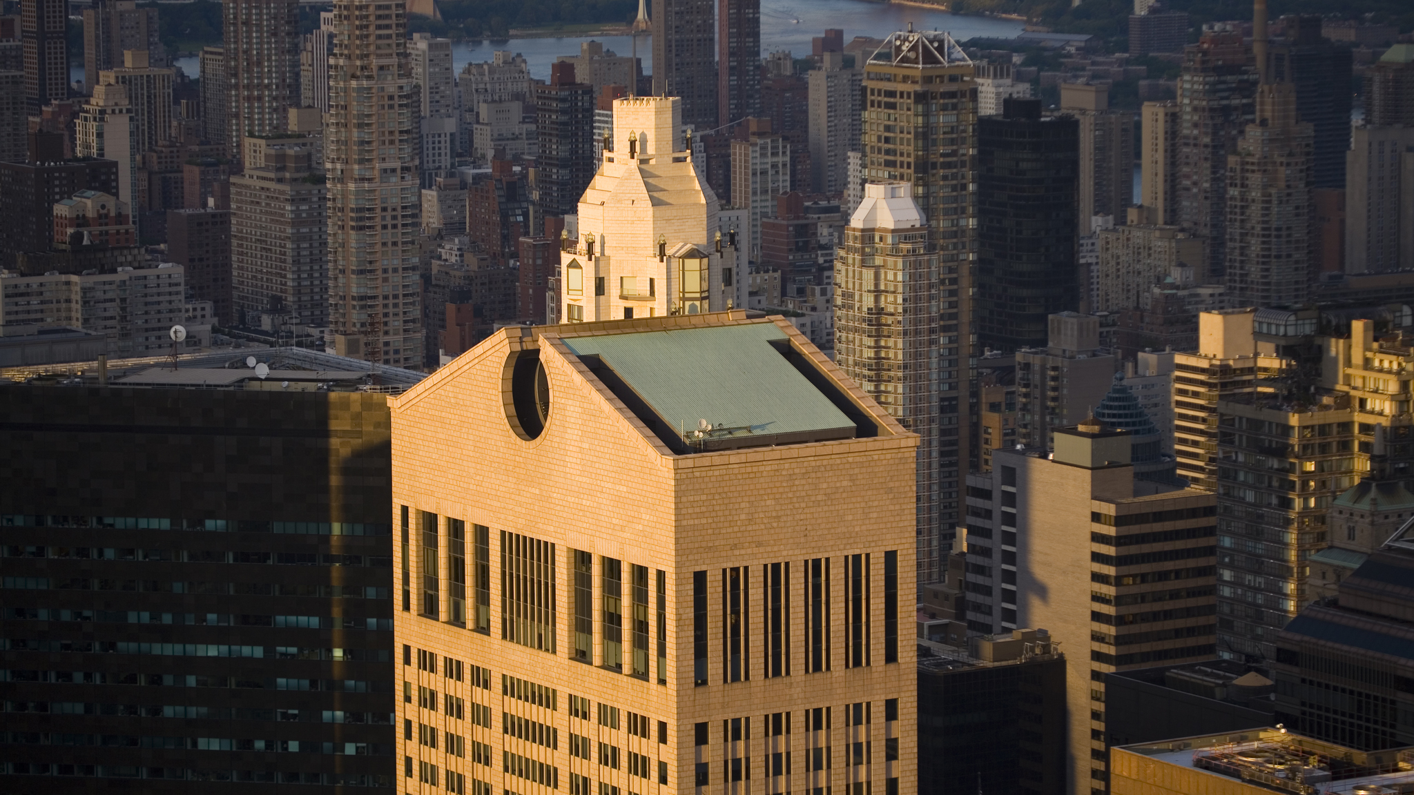 new york�s 550 madison ave sold for 13bn