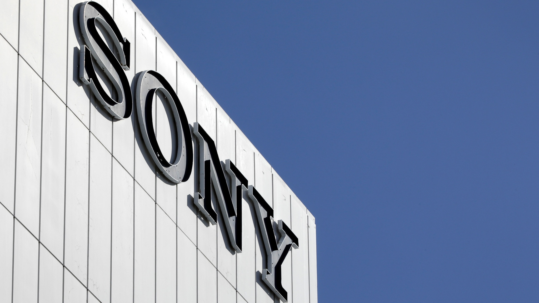 Sony lowers profit forecast on slowing PS4 sales | Financial Times