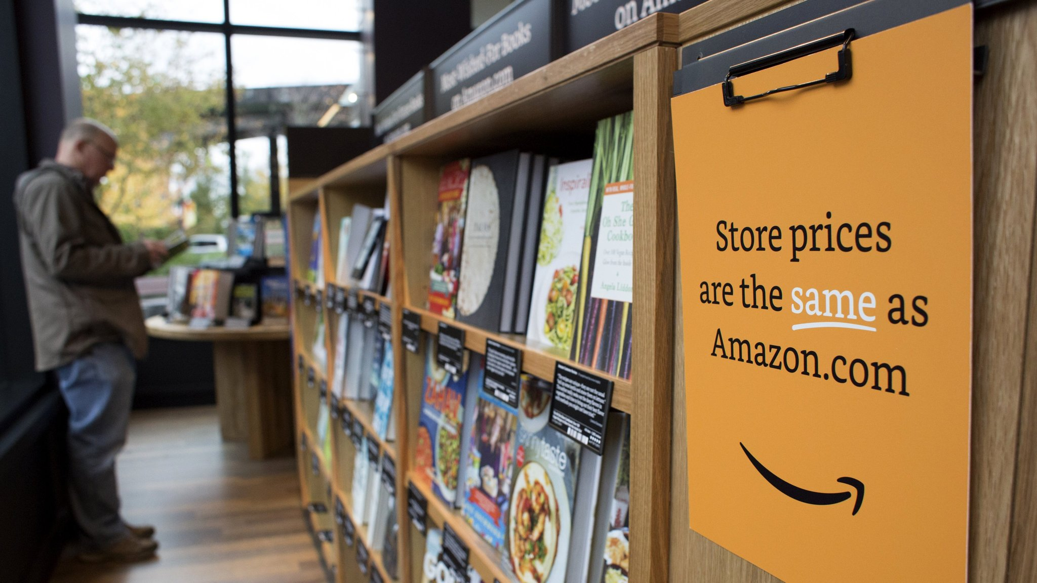 7c3d699496706 Amazon opens a new chapter with bookstore | Financial Times
