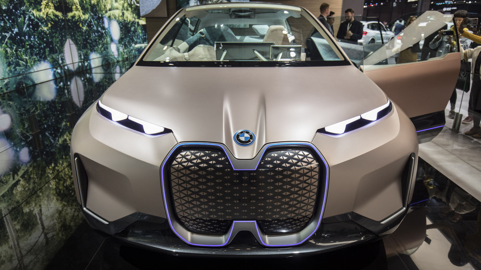 Bmw Accelerates Rollout Of Electric Cars To Catch Up With Rivals Financial Times
