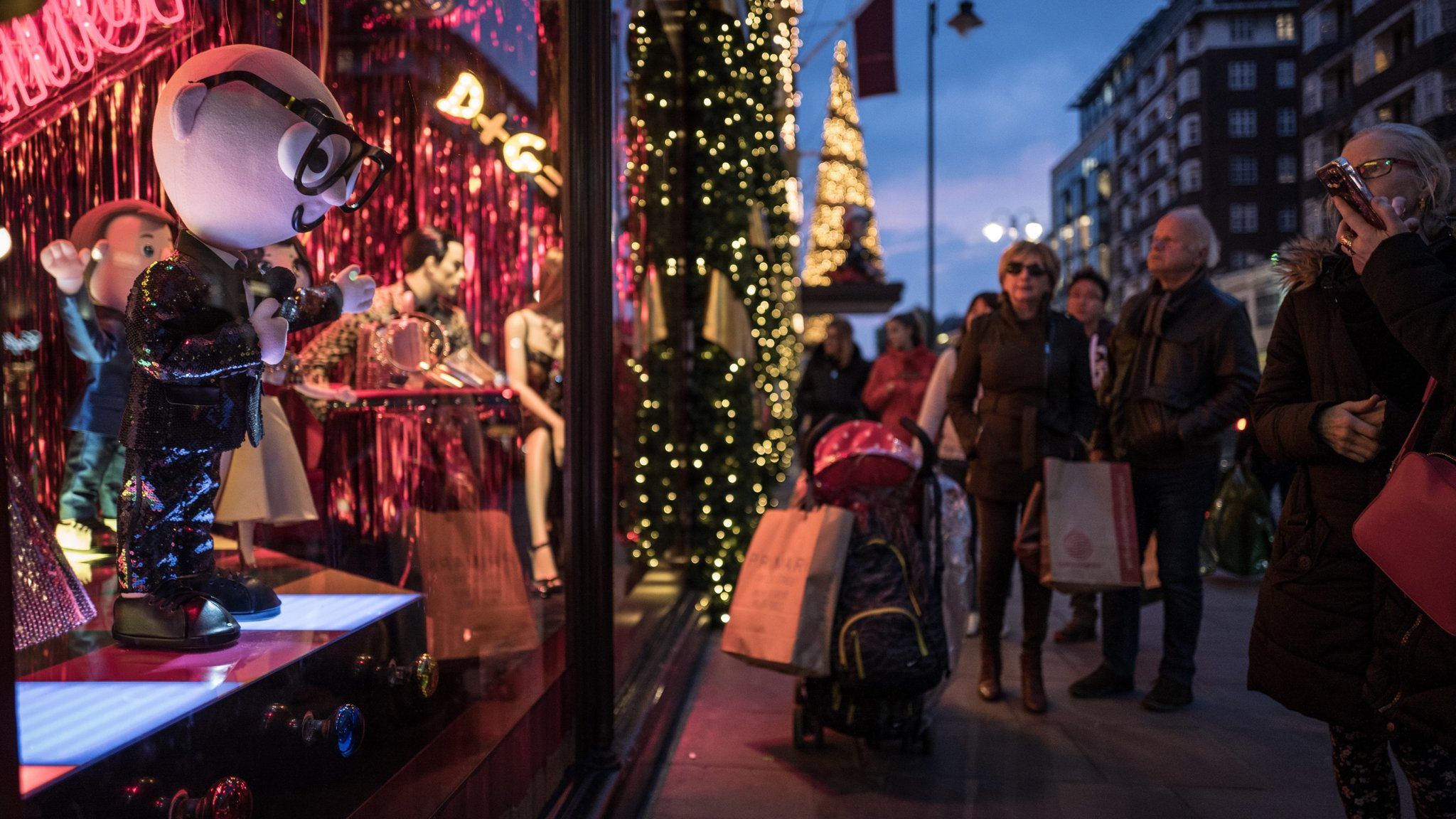 Dolce And Gabbana -Spring 2020 -Love Christmas Dolce & Gabbana takes over Harrods' festive shop windows