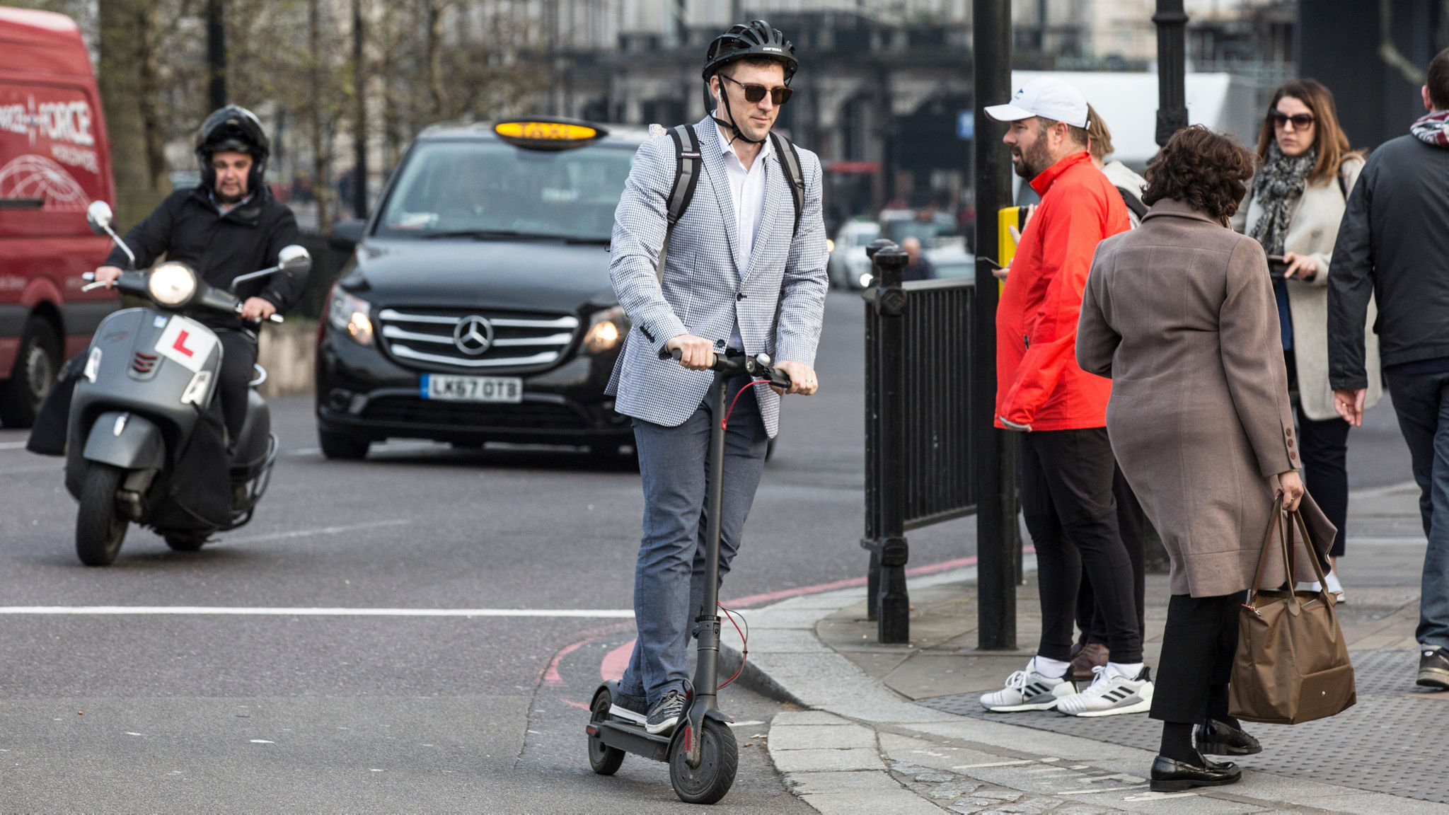 E-scooters to be allowed on roads in government trials | Financial Times