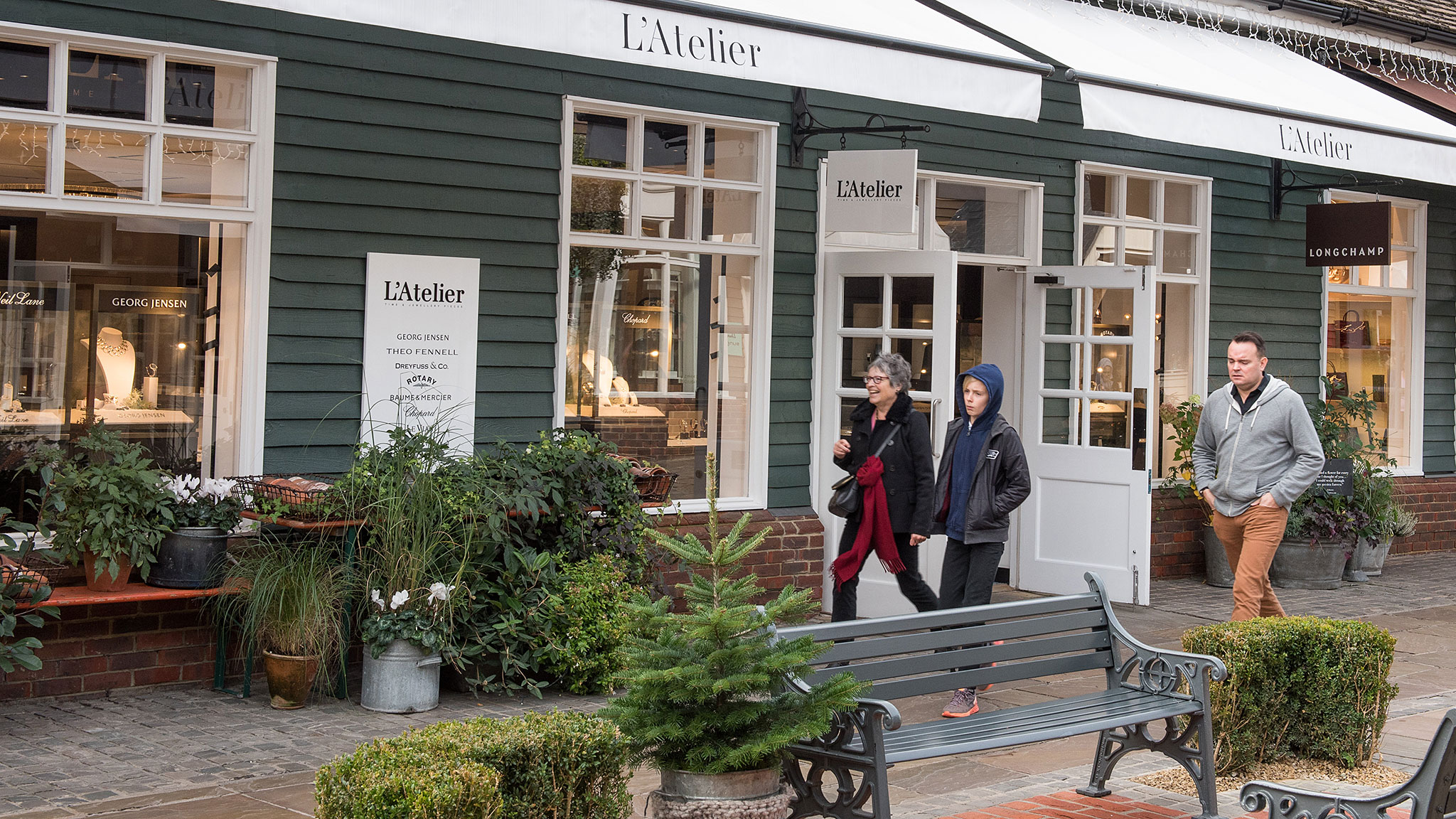 Why Does Everybody Love Bicester Village, England's Famous