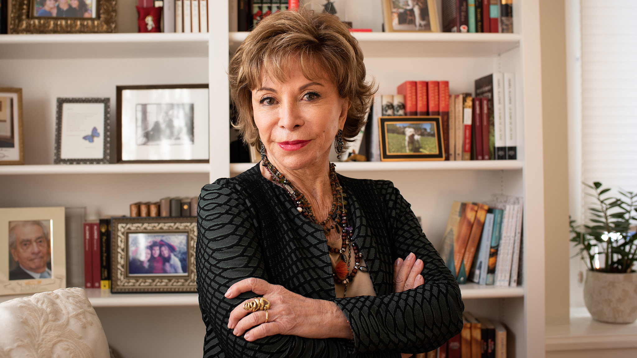 Writer Isabel Allende: 'I wish I still had the innocence I lost in Chile's military coup' | Financial Times